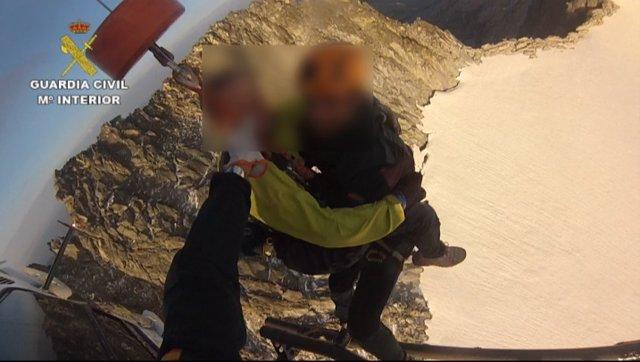 Rescate de la Guardia Civil en el Aneto