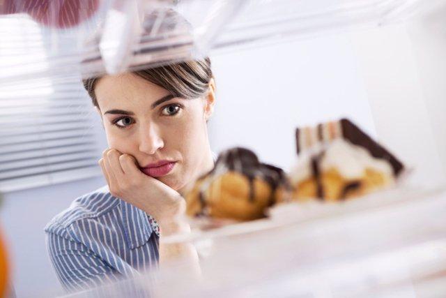 Investigadores revelan un circuito neuronal que disminuye el deseo de comer a tr