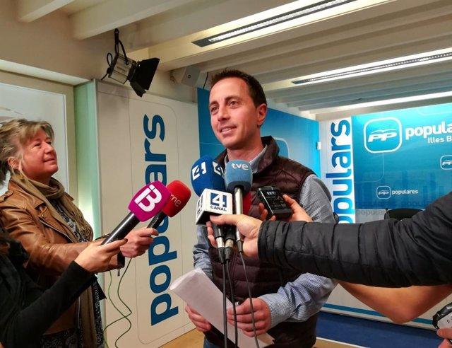 Llorenç Galmés en la sede del PP.