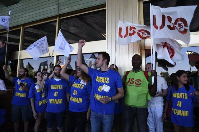 Trabajadoes de Ryanair protesten en eMadrid-Barajas Adolfo Suárez durant la vaga de finals de juliol de 2018