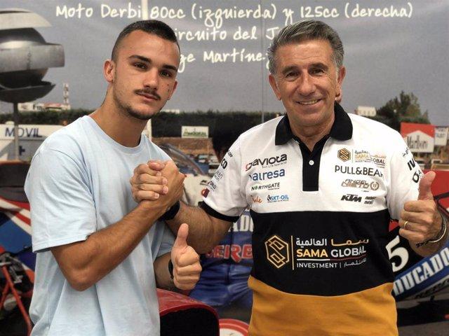 Arón Canet estrecha la mano de Jorge Martinez 'Aspar'