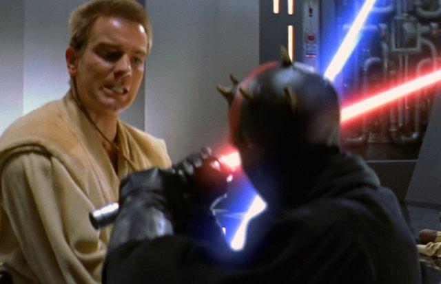 Imagen de Darth Maul enfrentándose a un joven Obi Wan Kenobi en Star Wars: La amenaza fantasma