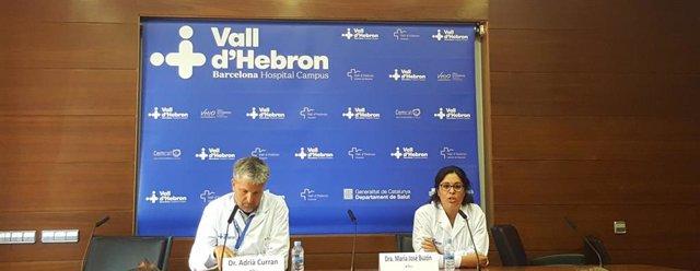 El médico del Servicio de Enfermedades Infecciosas del Vall d'Hebron Adrià Curran y la responsable del estudio, la doctora Maria José Buzón