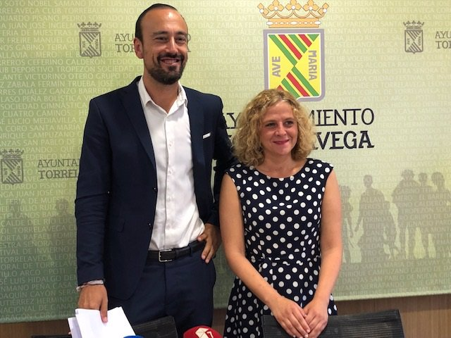 El alcalde de Torrelavega, Javier López Estrada, y la concejala de Festejos, Patricia Portilla, hacen balance de las fiestas