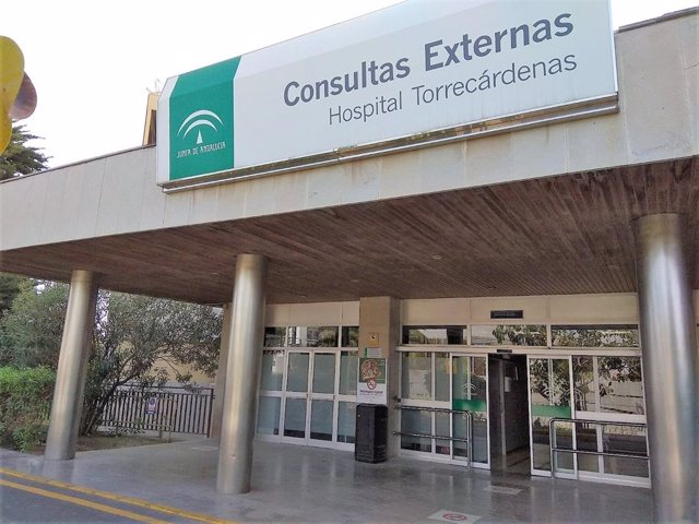 Fachada de las consultas externas del Hospital Torrecárdenas