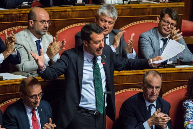 """Italia.- Salvini responde a Conte: """"Lamento que hayas tenido que aguantarme dura"""