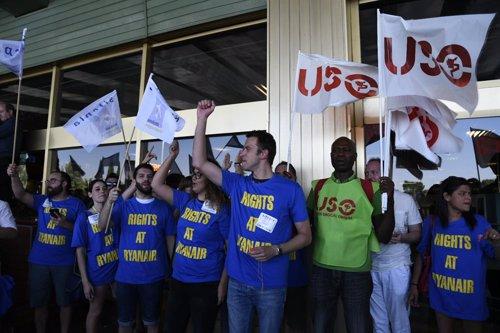 Los sindicatos protestan en el Aeropuerto de Madrid-Barajas Adolfo Suárez durante la huelga de Ryanair del miércoles 25 de julio