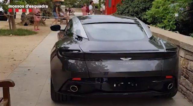 Cotxe de 239.000 euros robat en un concessionari per un home que els Mossos d'Esquadra han detingut en Barcelona.