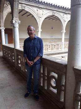 El doctor en Literatura Española por la Universidad de Granada, Juan Carlos Abril, en la sede de la UNIA en Baeza