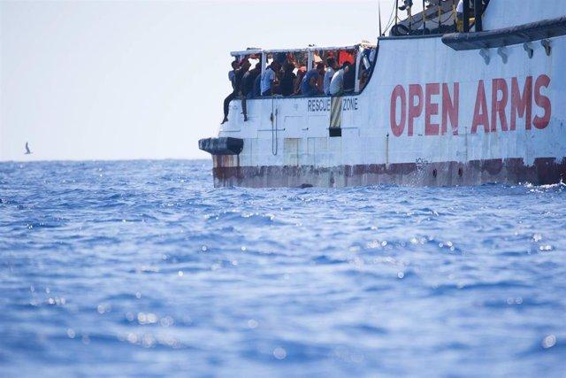 El 'Open Arms' abandona Lampesusa para dirigirse a un puerto de Sicilia