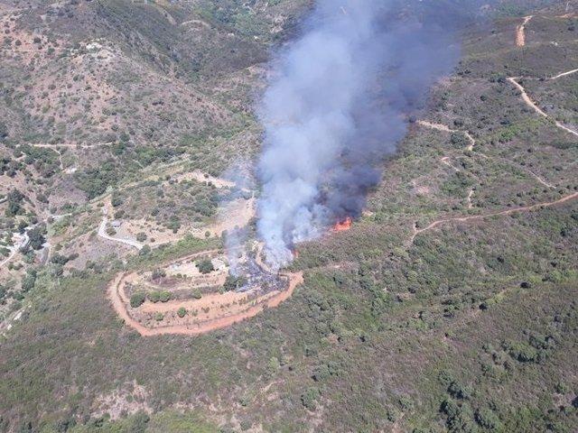 Incendio en el paraje Peñas Blancas de Estepona