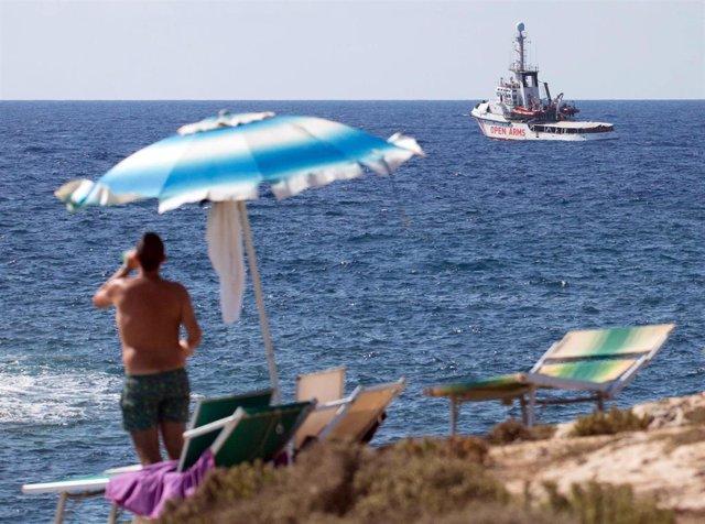 El buque Open Arms, varado este pasado martes frente a la costa de Lampedusa antes de que pudiera desembarcar.