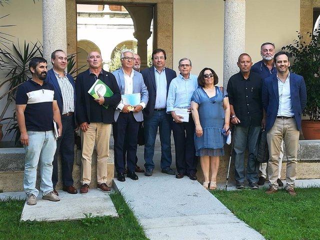 Vara en una reunión con representantes de Cermi Extremadura