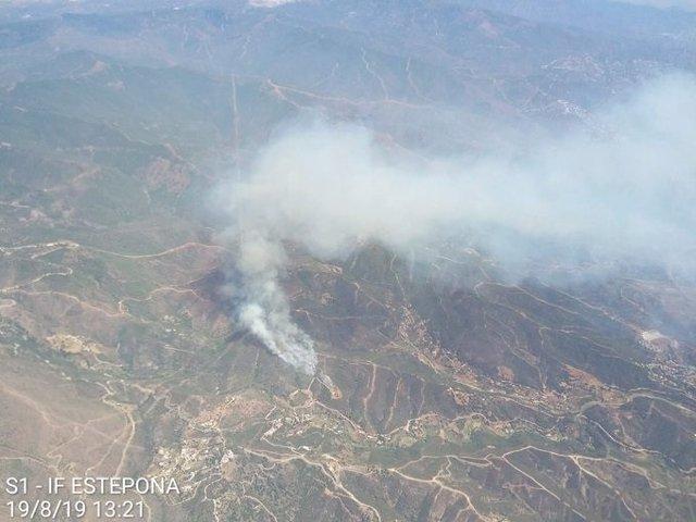 Imagen del incendio en el paraje Peñas Blancas tomada desde el avión de coordinación Sierra 1