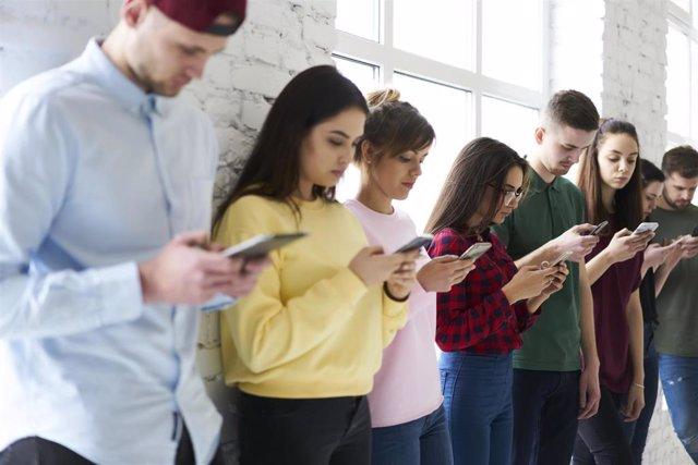 Jóvenes con adicción a las nuevas tecnologías