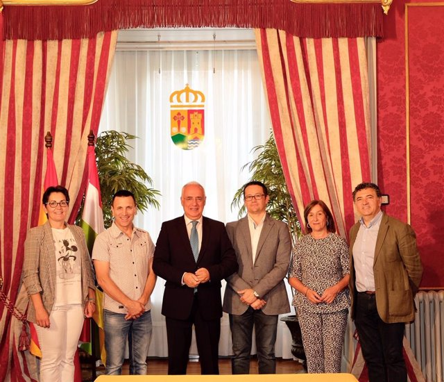 Ceniceros firma convenios con municipios de más de 2.000 habitantes