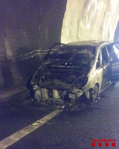 Cortada la C-25 en Sant Hilari de Sacalm (Girona) por el incendio de un vehículo