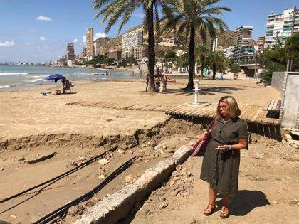 Cerrada al baño la Playa de Postiguet por los arrastres de las lluvias y los vertidos del colector del Cocó
