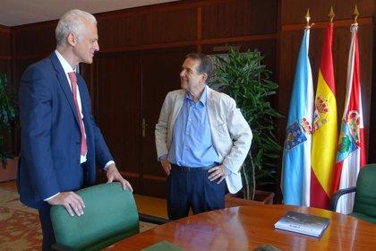 El alcalde de Logroño, Pablo Hermoso de Mendoza, se reúne en Vigo con su homólogo Abel Caballero