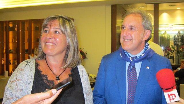 L'alcaldessa d'Hospitalet, Nuria Marín, i el regidor bilbaí Alfonso Gil en l'Aste Nagusia de Bilbao