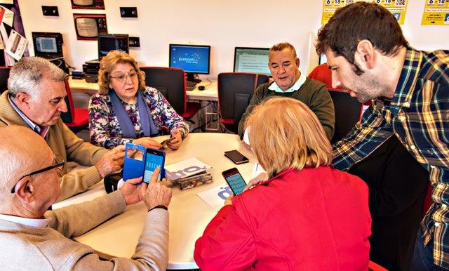 Sevilla.- Guadalinfo organiza 6.200 actividades en el primer semestre y alcanza 29.531 participantes