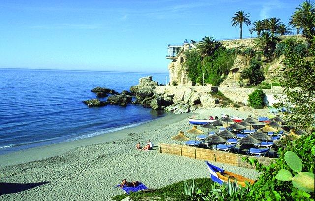 Playa de Nerja (Málaga), junto al denominado Balcón De Europa