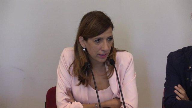 La presidenta del Instituto Municipal de Cultura y Turismo de Burgos, Nuria Barrio, durante la presentación del Festival Enclave de Calle.