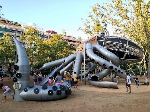 El Parc de la Pegs barceloní estrena una zona de jocs codiseñada pels nens