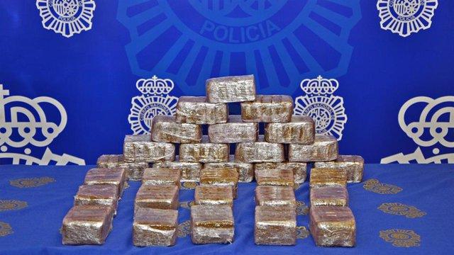 Imagen del alijo de hachís requisado por la Policía Nacional en Fuenlabrada.