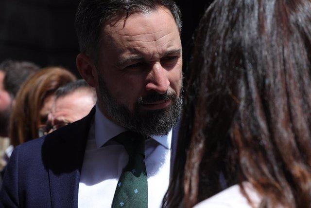 El president de VOX, Santiago Abascal, a la sortida del Congrés dels Diputats després de la segona votació per a la investidura del candidat socialista a la Presidncia del Govern, la qual ha resultat fallida.
