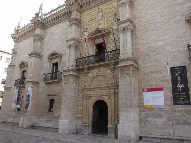 Palacio De Santa Cruz, Sede Administrativa De La Universidad De Valladolid.