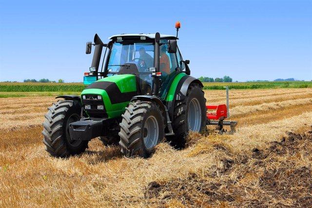 El Renove agrario recibe solicitudes por 1,6 millones más que su presupuesto, según Unión de Uniones