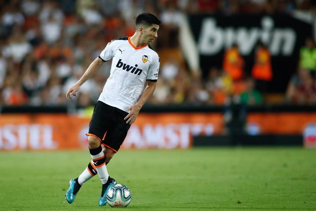 Carlos Soler of Valencia during the friendly football match played between Valencia CF and Inter de Milan at Mestalla Stadium in Valencia, Spain, on August  10, 2019.