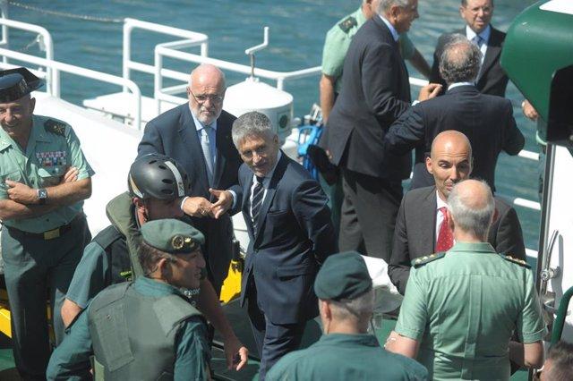 El ministro del Interior en funciones, Fernando Grande-Marlaska, durante su vista al dispositivo de seguridad de la Guardia Civil en Hondarribia.