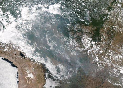 El humo de los incendios se extiende por la Amazonía