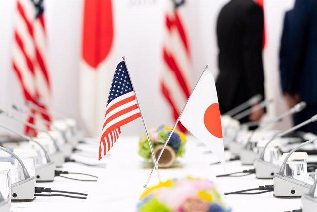 Banderas EEUU y Japón