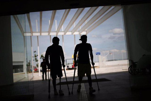 Migrantes que han perdido sus piernas por 'La Bestia' aprenden de nuevo a caminar