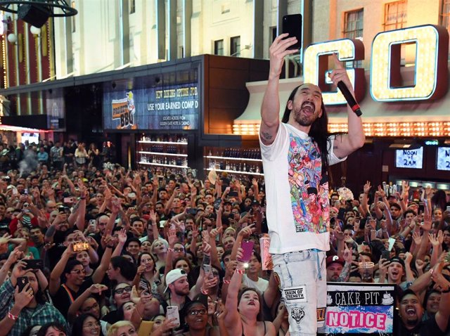 Steve Aoki Hosts Premiere Of New Viva Vision Light Show At Fremont Street Experience