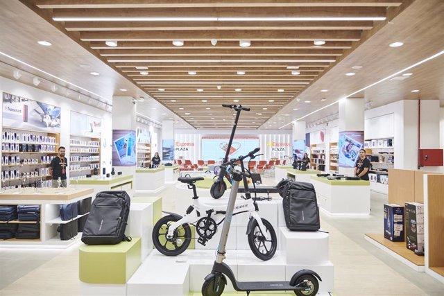 Interior de la tienda AliExpress Plaza  ubicada en el Centro Comercial Intu Xanadú