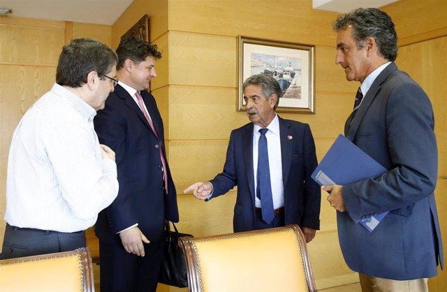 El presidente regional, Miguel Ángel Revilla, y el consejero de Industria, Francisco Martín, se reúnen con el CEO de Variscan Mines, Stewart Dickson,
