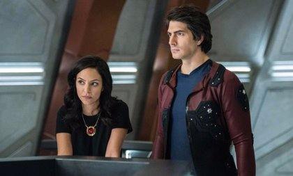 Brandon Routh y Courtney Ford abandonan Legends of Tomorrow