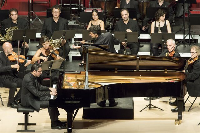El pianista Giuseppe Andaloro acompanyat per l'Orquestra Simfnica del Valls