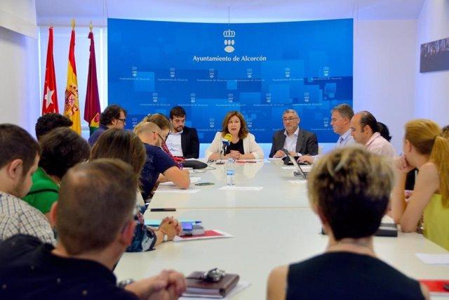 Imagen de archivo de la alcaldesa de Alcorcón, Natalia de Andrés, en una rueda de prensa.
