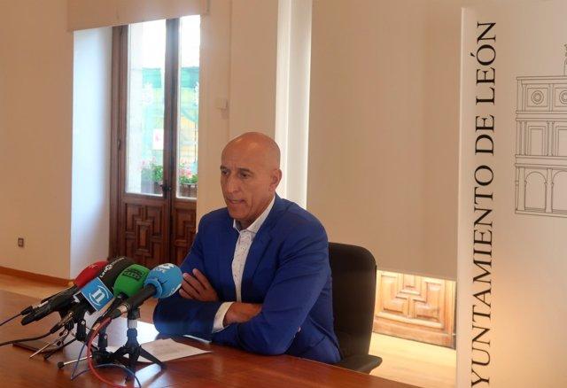 El alcalde de León, José Antonio Diez, en la comparecencia posterior a la Junta de Gobierno Local.