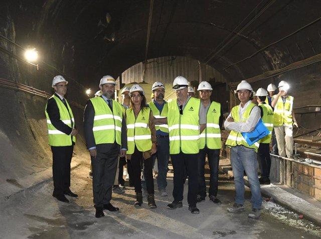 El ministro de Fomento en funciones, José Luis Ábalos, supervisa las obras del túnel de Recoletos en Madrid