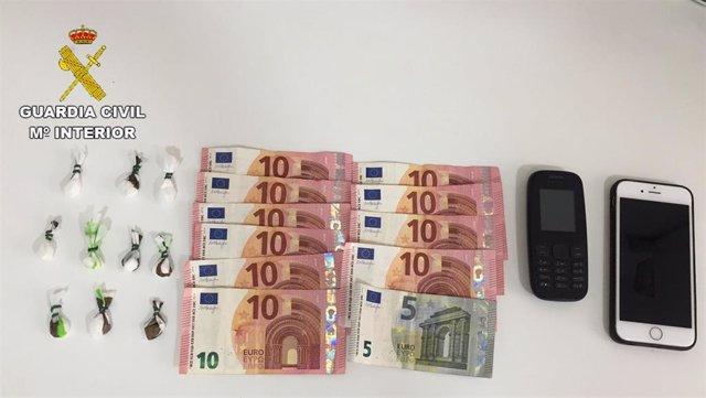 Objetos y dinero recuperados por la Guardia Civil