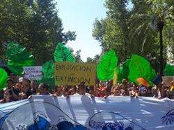 Més de 200 persones demanen la dimissió de Bolsonaro davant del Consolat del Brasil a Barcelona (EUROPA PRESS)