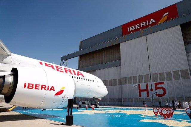 El nou avió d'Iberia, A350,  batejat com 'Juan Sebastián Elcano', en honor al marí espanyol, presentat en les installacions de l'aerolínia, properes a l'aeroport Madrid-Barajas.