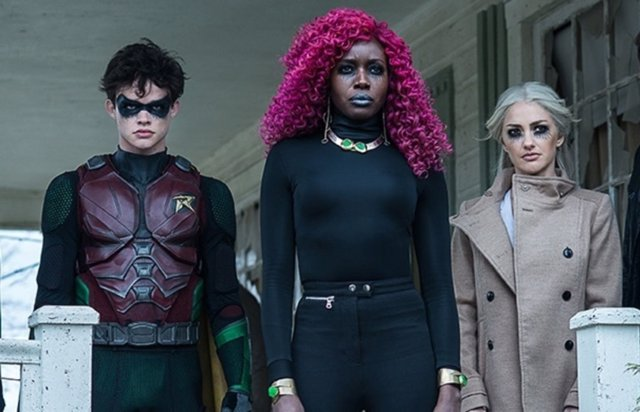 Fotograma de la serie Titans