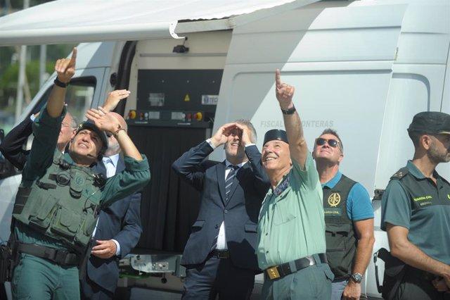 El ministro del Interior en funciones, Fernando Grande-Marlaska, durante una vista al dispositivo de seguridad de la Guardia Civil en Hondarribia.